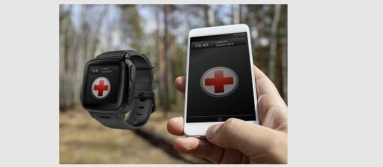 Un teléfono móvil y un reloj inteligente mostrando el logo de Cruz Roja